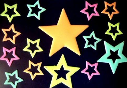 Éjjel világító színes csillagok, 3D dekoráció