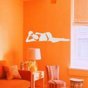 Napszemüveges nő bikiniben falmatrica nappaliba a Dekormatricák Webáruhától