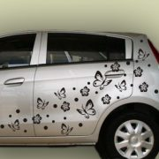 Pillangók és virágok, autómatrica a Dekormatricák Webáruház matricái közül