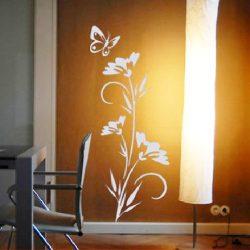 Virág és pillangó, falmatrica a Dekormatricák Falmatrica Webáruháztól