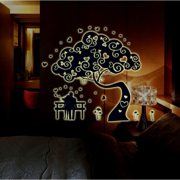 Fa szerelmespárral, éjjel világító falmatrica a Dekormatricák webáruház falmatricái közül