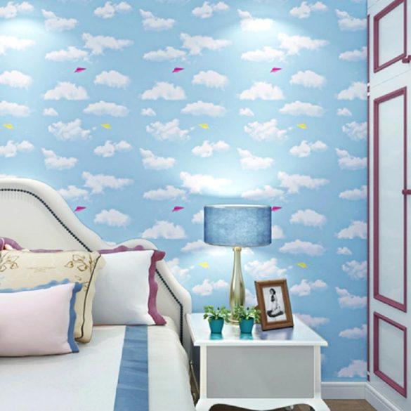 Felhős égbolt papírrepülőkkel, öntapadós tapéta