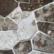 Barna árnyalatok, kőfal mintás öntapadós tapéta