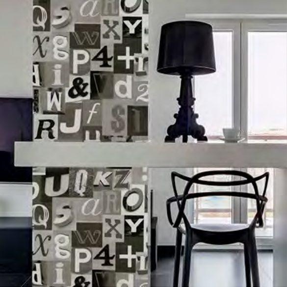 Fekete-szürke betű mintás öntapadós tapéta